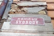 Cedulky s názvy ulic v centru Žatce se vymění.