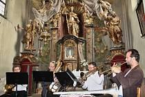 Koncert žesťového kvintetu a sólistů Severočeské filharmonie v krásném prostředí kostela  ve Velké Černoci.
