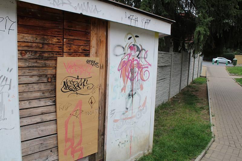 """Pouliční """"umění"""" v Podbořanech."""