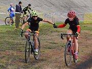 Lounští cyklokrosaři připravili netradiční závody dvojic - štafet