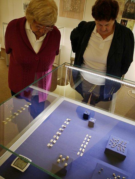 Zahájení výstavy části zlatého Karlštejnského pokladu vlounském muzeu
