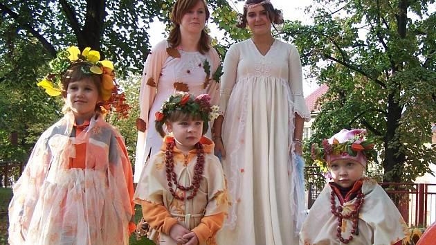 Mnohé dívky se při slavnostech v Peruci proměnily v podzimní víly.