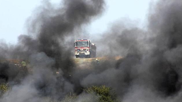 Požár černé skládky u počeradské elektrárny