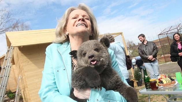 Eva Pilarová pokřtila medvídky ve Veleticích