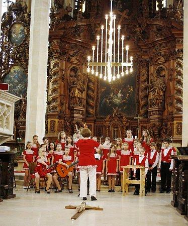 Koncert sboru vchrámu sv. Mikuláše vLounech při loňské Noci kostelů