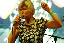 Pája Táboříková při vystoupení s kapelou PayaNoia