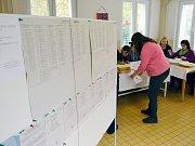 Volby začaly – okrsek číslo sedm v Žatci.
