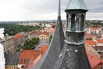 Pohled z věže chrámu sv. Mikuláše na centrum Loun