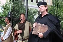 Mistr Jan Hus v Lounech a postava Záviše z Jimlína (uprostřed)