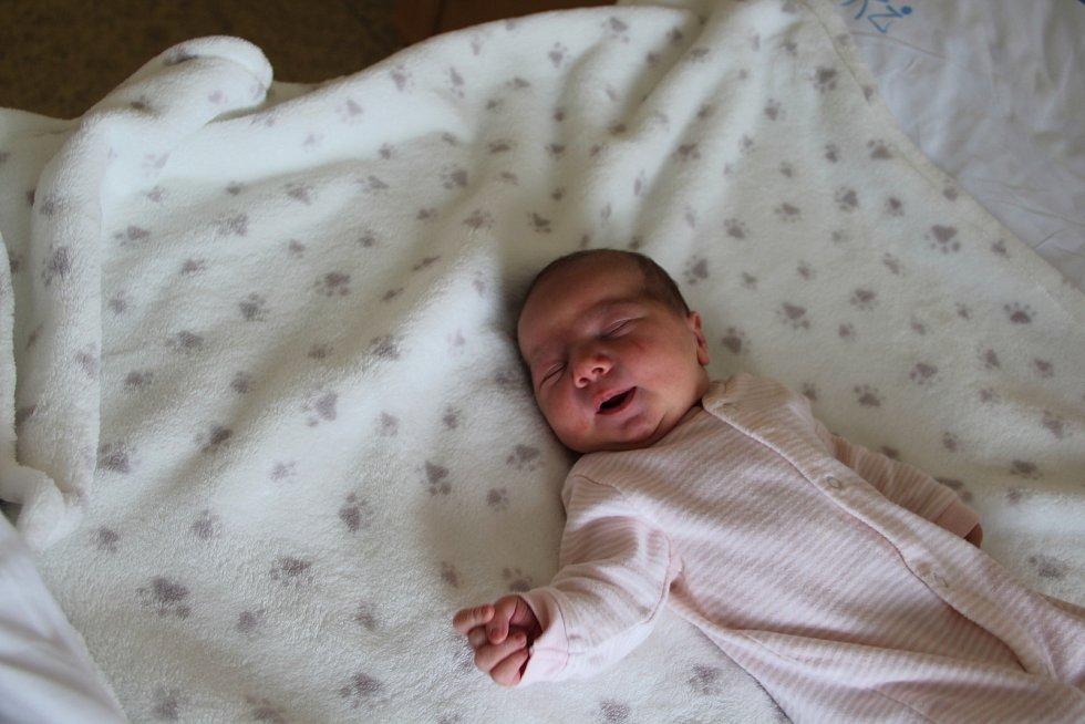 Ella Růžková se narodila mamince Monice Drástové z Loun 13.května v 19.11 hodin. Vážila 3,4 kg, měřila 51 cm.
