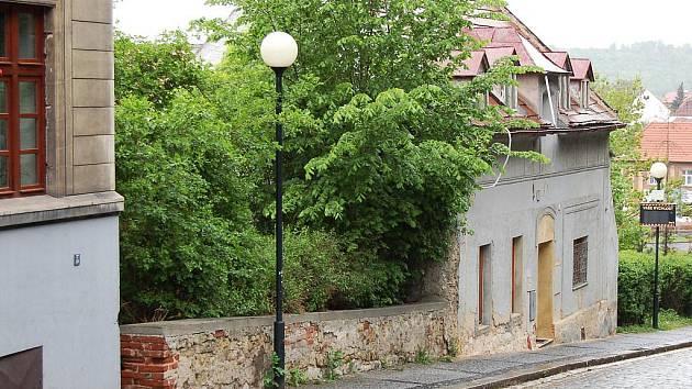 V proluce v žatecké Žižkově ulici by měl vyrůst nový dům.