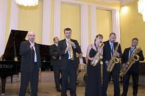 Saxofonový band pod vedením Lukáše Čajky Harmony quartet a přátelé zahraje v žateckém divadle spoustu swingu a slavných evergreenů.