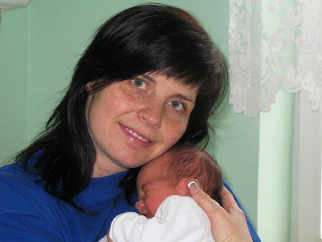 Mamince Věře Sommové z Loun se 8. března ve 2.30 hodin narodil syn Jan Hrynčuk. Vážil 3,2 kilogramu a měřil 50 centimetrů.