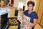 Psí pekárna. Věra Zapletalová peče v lovosickém salonu Chlupatá tlapka dobroty pro mazlíčky.