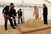 Slavnostního zahájení výstavby se kromě zástupců japonské společnosti Neturen Czech s.r.o. zúčastnil také náměstek hejtmana Stanislav Rybák a Josef Lébl z CzechInvestu.