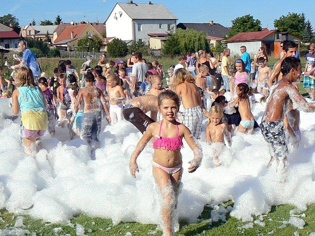Hurá do školy! Tradiční zábavné setkání dětí a rodičů na hřišti v Hlubanech.