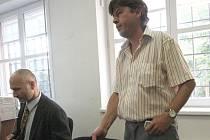 Řidič Petr Volánek při včerejším jednání u soudu v Lounech.