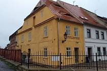 Zrekonstruovaný dům na rohu Žižkova náměstí a Horovy ulice.