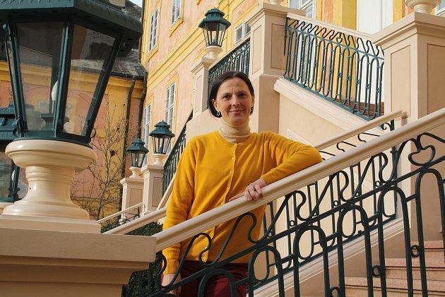"""Michaela Hofmanová je už 13let kastelánkou na zámku vKrásném Dvoře. """"Být kastelán je určitý životní styl,"""" říká rodačka zhlavního města."""