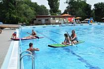 Plavecký bazén na koupališti v Lounech. Ilustrační foto