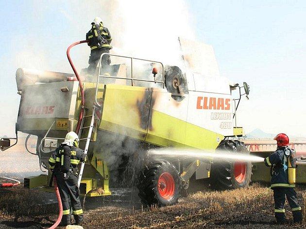 Požár kombajnu u Blažimi