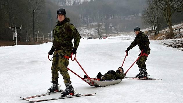Cvičení vojáků v Mikulově v Krušných horách