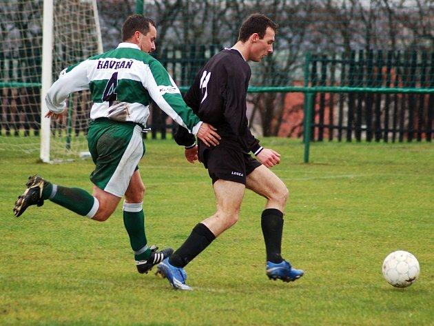 Lounský Milan Pšigrocký (vpředu) v zápase proti Havrani.