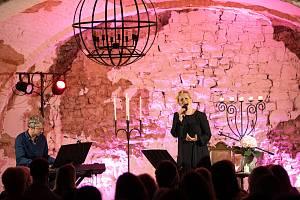 Monika Absolonová zpívala na tvrzi v Divicích už několikrát.