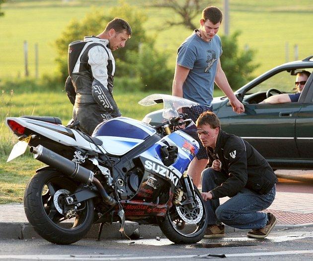 Nehoda motorkáře na okraji Loun 2. května