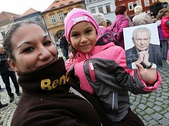 Lidé přivítali prezidenta Miloše Zemana na náměstí Svobody v Žatci