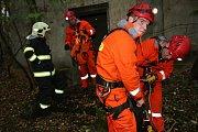 Hasiči při záchranné akci u Podbořan
