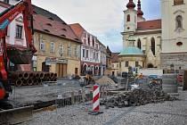 Rozkopané Hošťálkovo náměstí v Žatci.