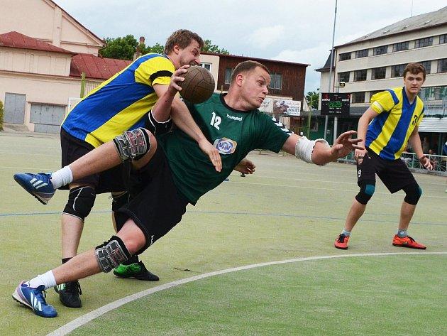 Utkání národních házenkářů Žatce (v zeleném) proti týmu Kyšic