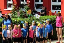 V zahradě Mateřské školy U Jezu v Žatci proběhla tradiční Kytičková slavnost.