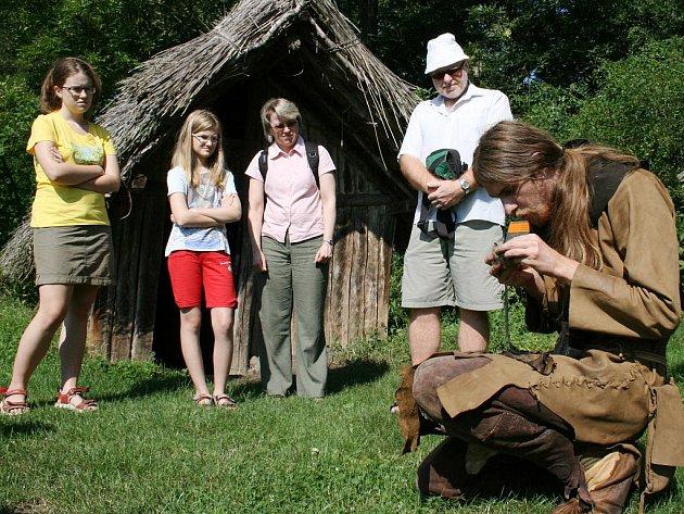 Rushwolf vyprávěl návštěvníkům, jak lidé vminulosti žili.
