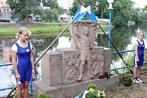 Pietní setkání v areálu veslařského klubu v Lounech.