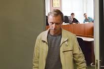 Už posedmé byl Pavel Paur ze Slavětína u soudu kvůli podezření z týrání své manželky. Ta zmizela za záhadných okolností v únoru 2013.