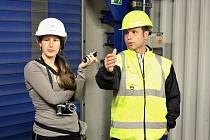 Martin Borovský z počeradské elektrárny natáčí odborný komentář k paroplynovému cyklu pro Kateřinu Šustovou z firmy CDI.CZ.