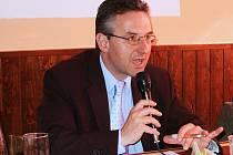 Europoslanec Jan Zahradil na setkání v Žatci.