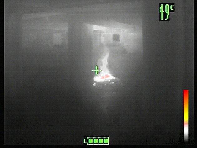 Záběr ohniska požáru termokamerou. Ilustrační foto