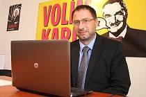 Michal Kučera ve své poslanecké kanceláři v Lounech odpovídal na otázky čtenářů