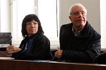 Obžalovaný Mauro Piccinini se svou obhájkyní u lounského soudu.