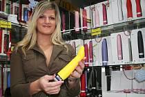 Současná nabídka vibrátorů je pestrá, říká vedoucí sex shopu Erotic City v Lounech Iva Koubková.
