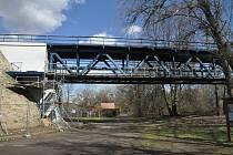 Oprava lávky pro pěší pod železničním mostem přes Ohři v Lounech.