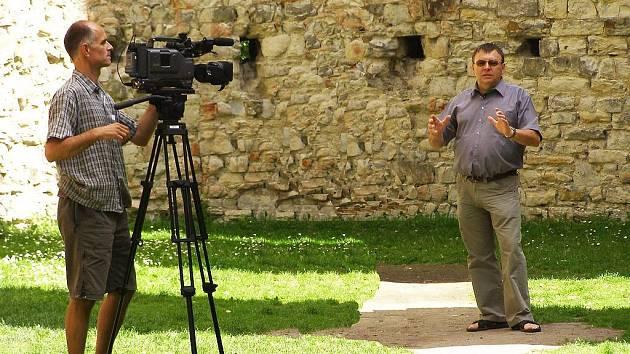 Starosta Václav Švajcr hovoří do objektivu Toulavé kamery.