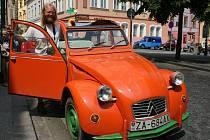 """Citroën 2CV, přezdívaný s láskou """"kachna"""". Ilustrační foto"""