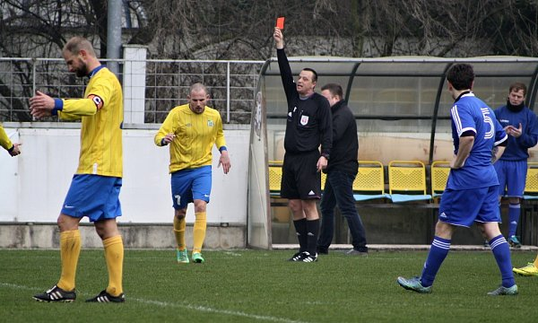 Fotbalisté Blšan (ve žlutém) nestačili vsobotu na Hrobce