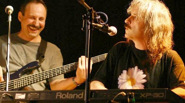 Zpěvák, skladatel, textař a multiinstrumentalista Vlasta Redl.