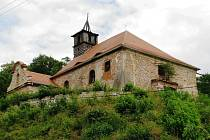 Kostel v Nečemicích patří mezi ty menší. V minulých letech dostal novou střechu, vzácné fresky, které z něho byly sejmuty, jsou zřejmě nenávratně ztraceny. Na jejich restauraování se nenašly peníze.