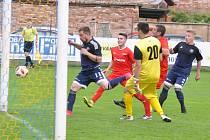 Lenešice (v červeném) zaskočily favorita a na jeho úkor postoupili do finále Korona Cupu po penaltovém rozstřelu.